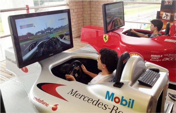 Salão Super Carros Gramado - Simulador de F1- Cinema 9D