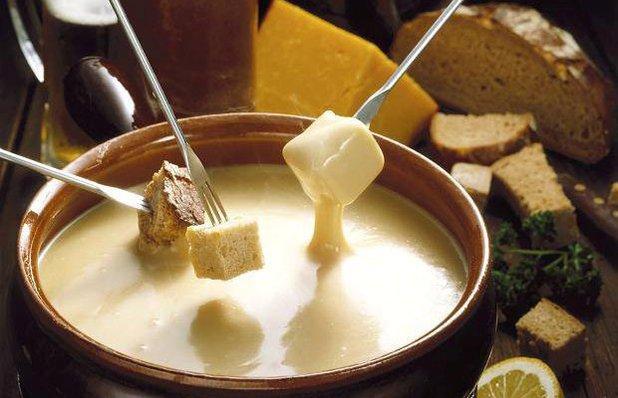 Maximilia Fondue Gramado - Sequência de fondue na pedra