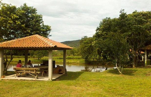clube-oasis-piscinas-gravatai-parque-lagoa-gazebo.jpg