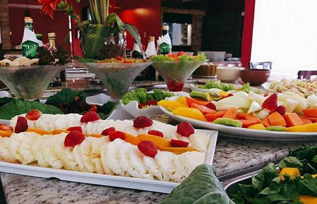 restaurante-rota-romantica-buffet-churrasco-frutas.jpg